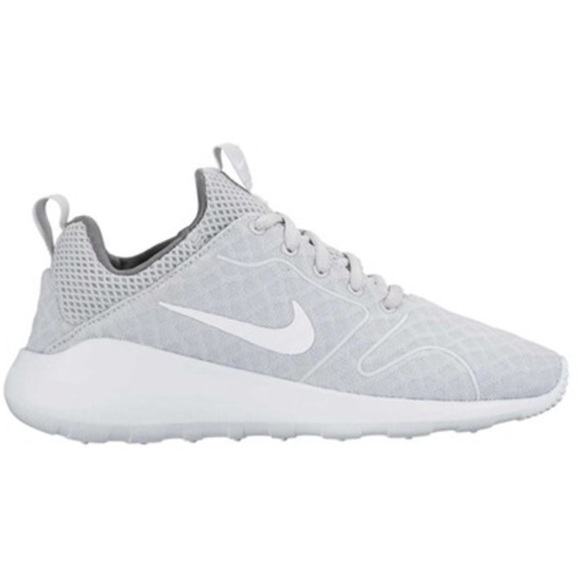 47b4994cd9f42d Nike Kaishi 2.0 Wolf Gray Women s Sneakers. M 5b292d29aaa5b8674dbda061